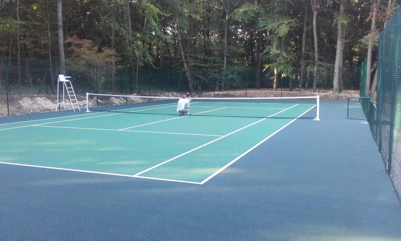 Rénovation tennis et entretien court de tennis béton poreux BNP Parisbas à Versailles