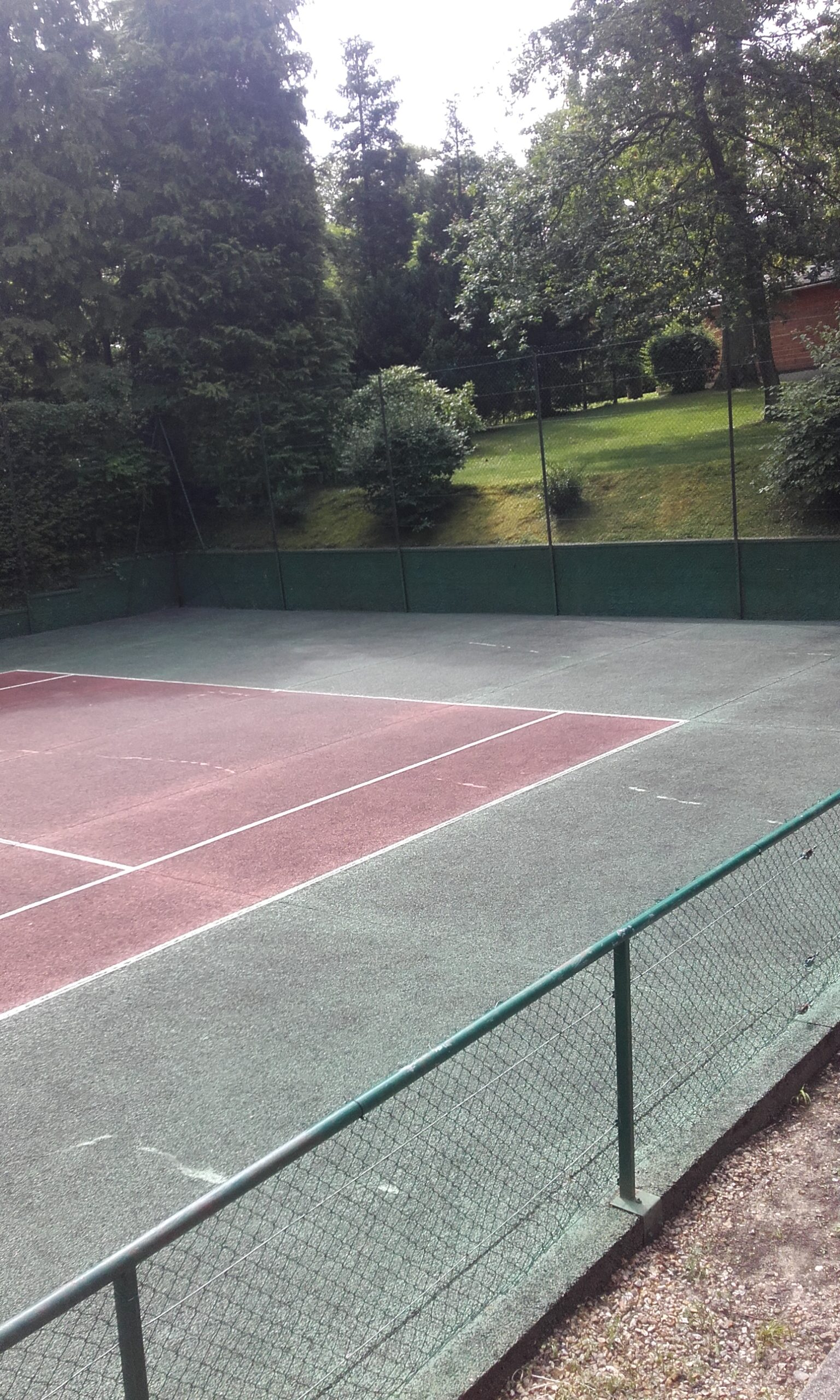 renovation-court-de-tennis-beton-poreux-versailles-bnp-paribas-avant