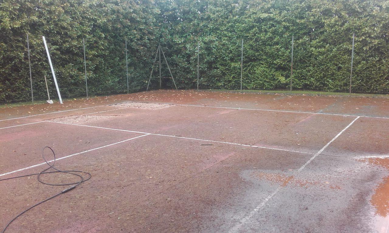 renovation-court-de-tennis-en-beton-poreux-a-roman-avant2