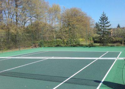 Rénovation d'un court de tennis en béton poreux à La Chapelle-Viel