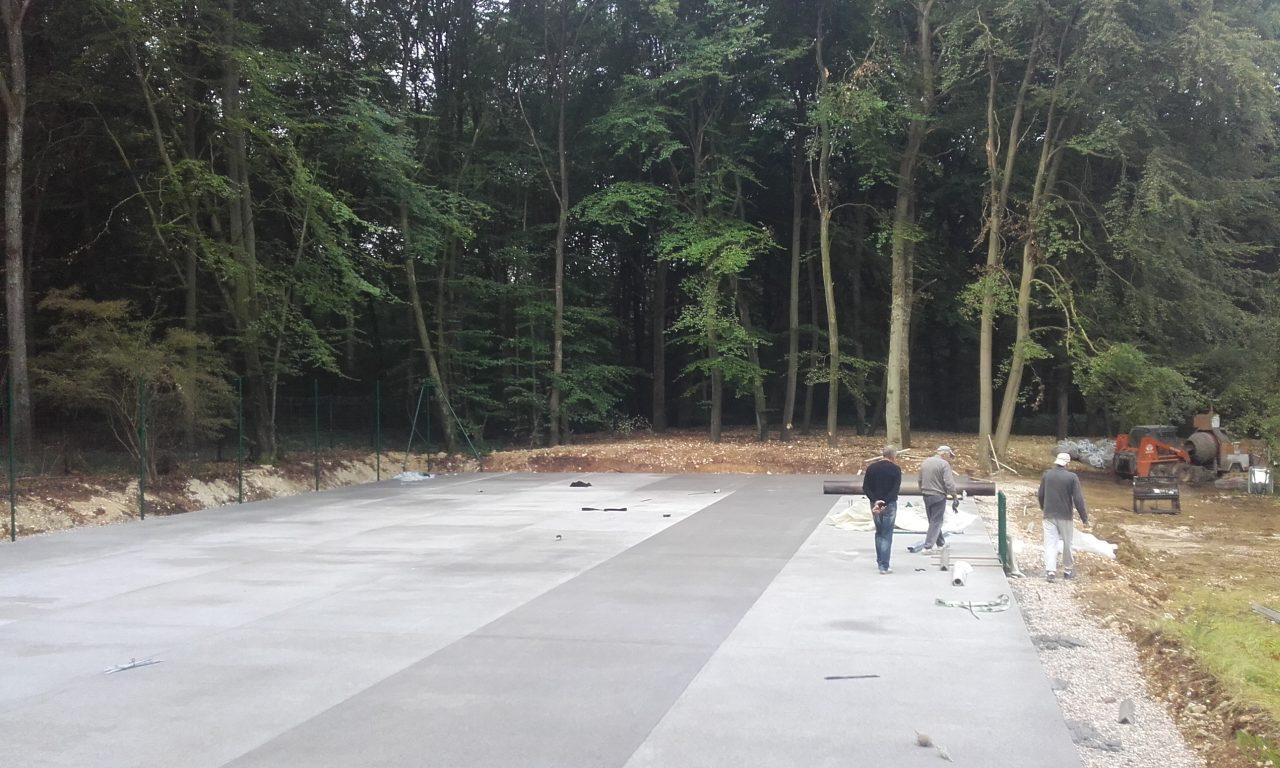 tennis-beton-poreux-chape-fini-menille